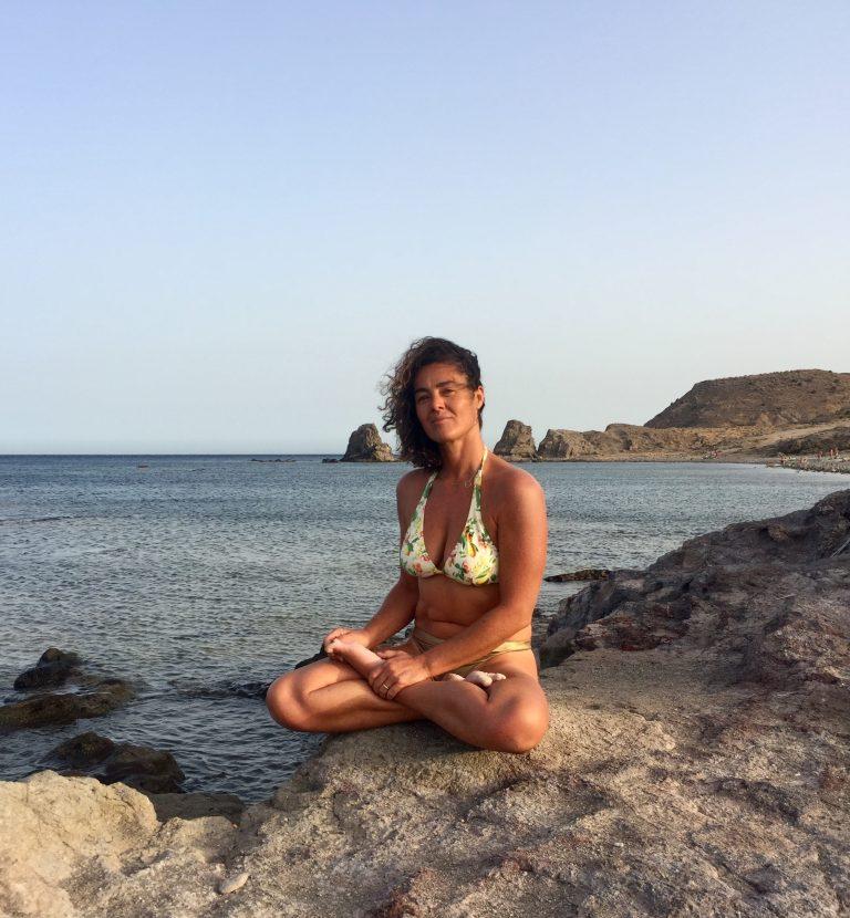 Clase de Yoga Conecta con tu cuerpo y emociones